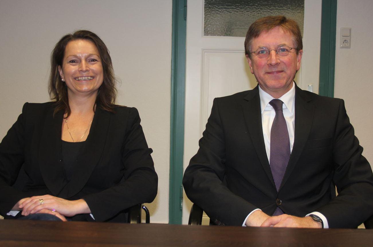 Palliativstützpunkt-Geschäftsführerin Susanne Kleine und Propst Thomas Gleicher als Vorsitzender des neugegründeten Vereins, der sich zum Ziel gesetzt hat, die palliativmedizinische Versorgung in der Region zu verbessern.